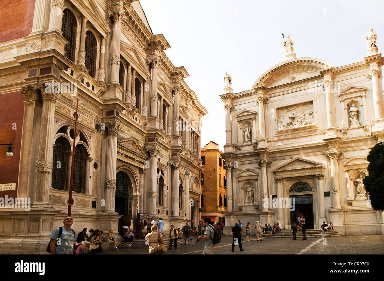 Left, the Scuola Grande di San Rocco with Tintoretto's world-famous exhibition, Tintoretto painted 56 pictures - Stock Image