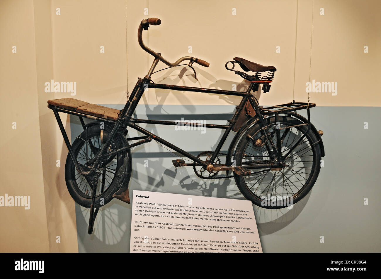 Mit Sack und Pack special exhibition, bicycle from 1930, Bauernhausmuseum Amerang farmhouse museum, Amerang, Bavaria - Stock Image
