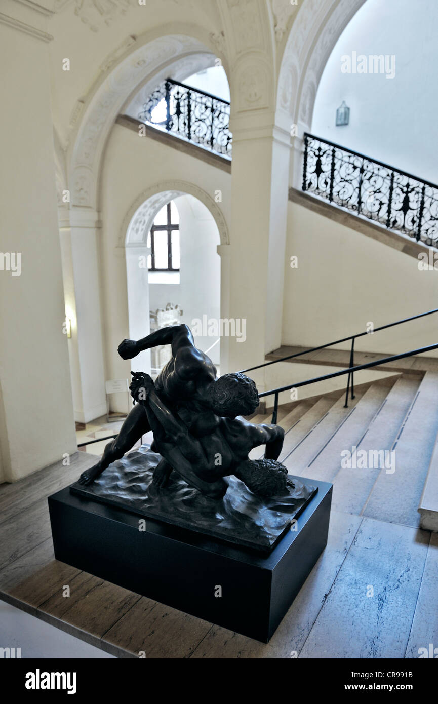 Entrance and stairs, sculpture of Wrestlers, Florence from 1700, bronze replica, Bavarian National Museum - Stock Image
