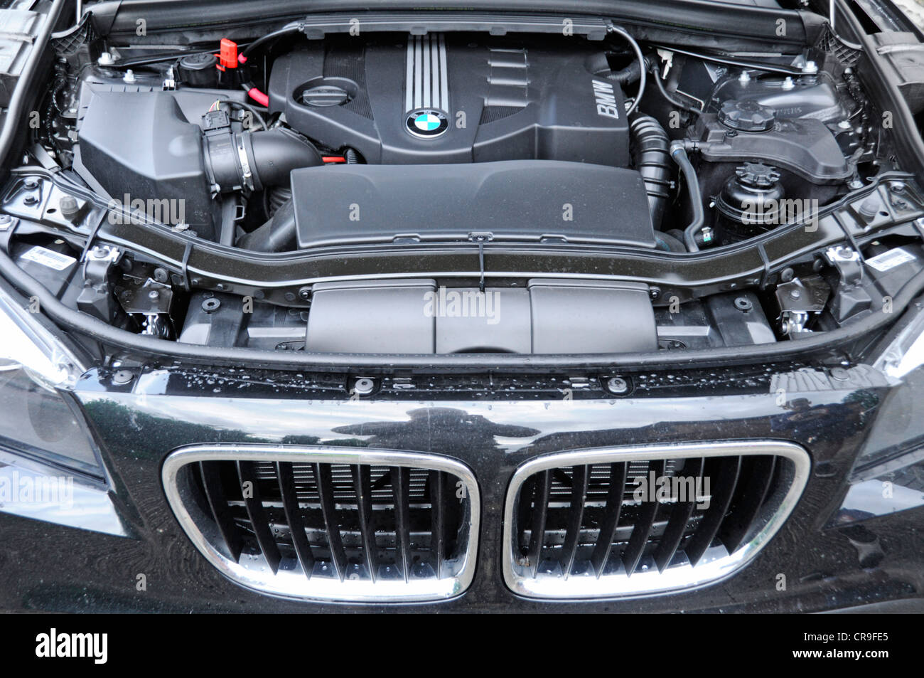 Engine compartment & components under the bonnet of a BMW X1 Sdrive ...