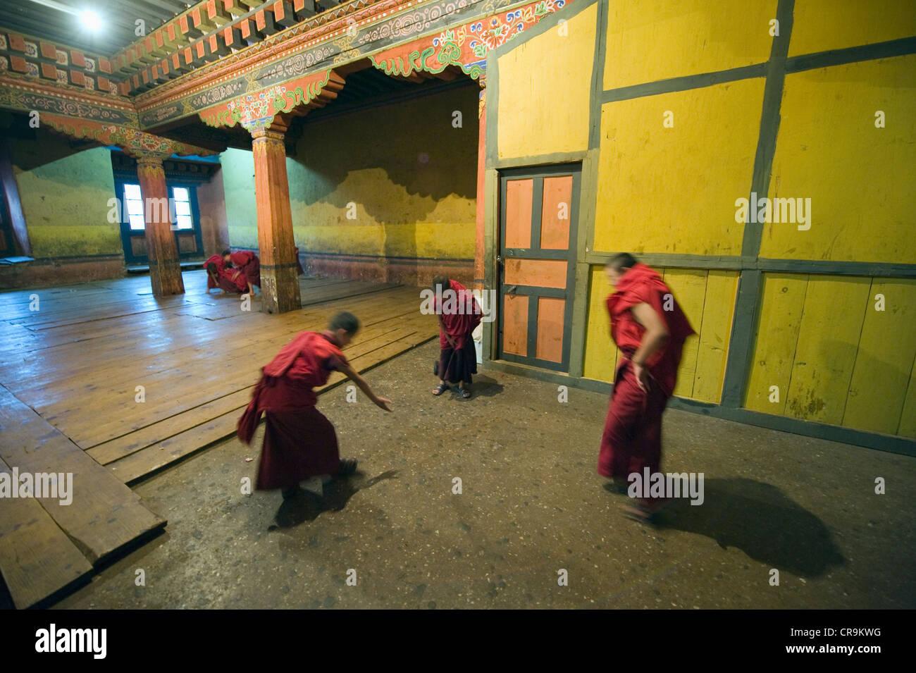 boy monks, Paro Rinpung Dzong (1644), Paro, Bhutan, Asia Stock Photo