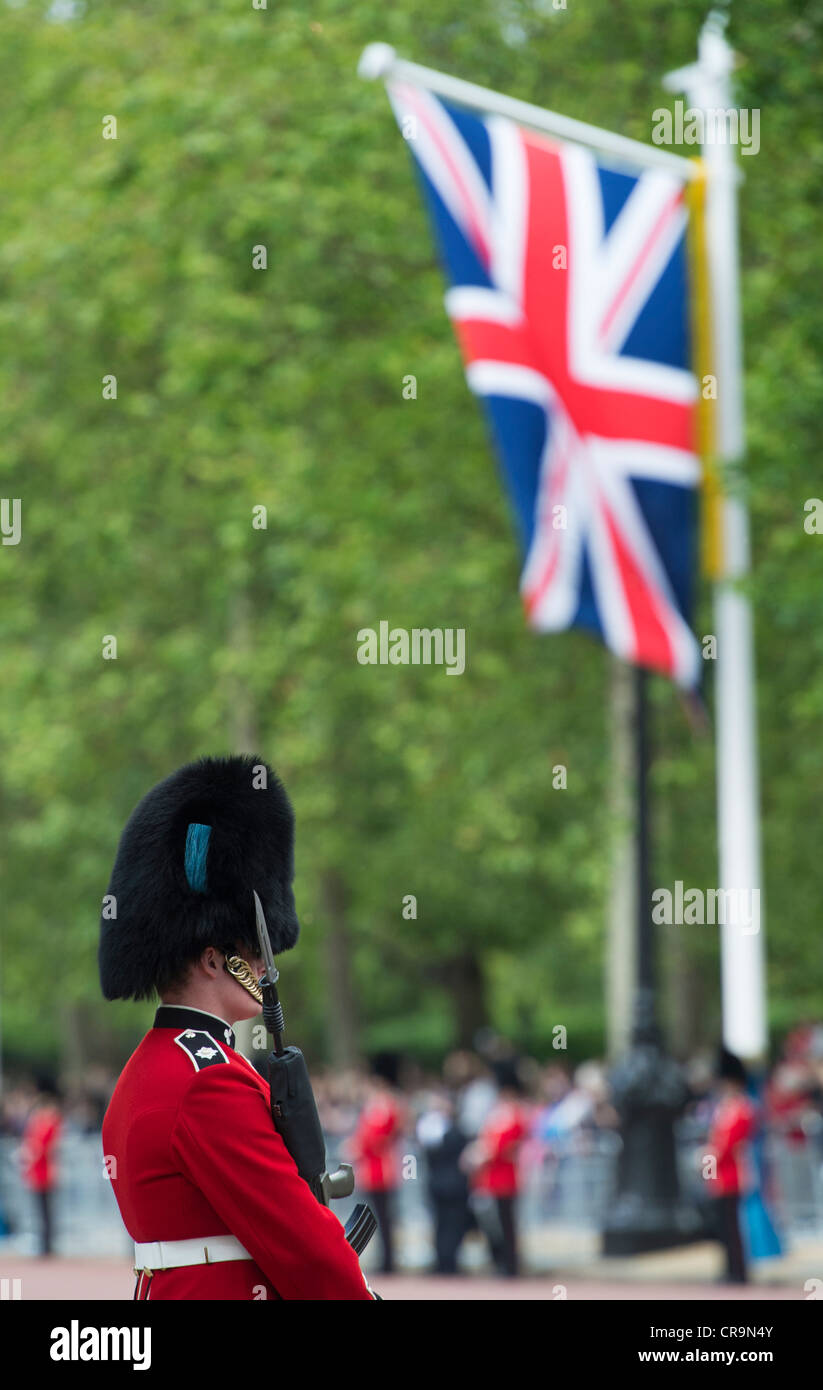 Irish Guardsmen in the Mall for Trooping The Colour to celebrate The Queen's Birthday. The Mall, London, UK. - Stock Image
