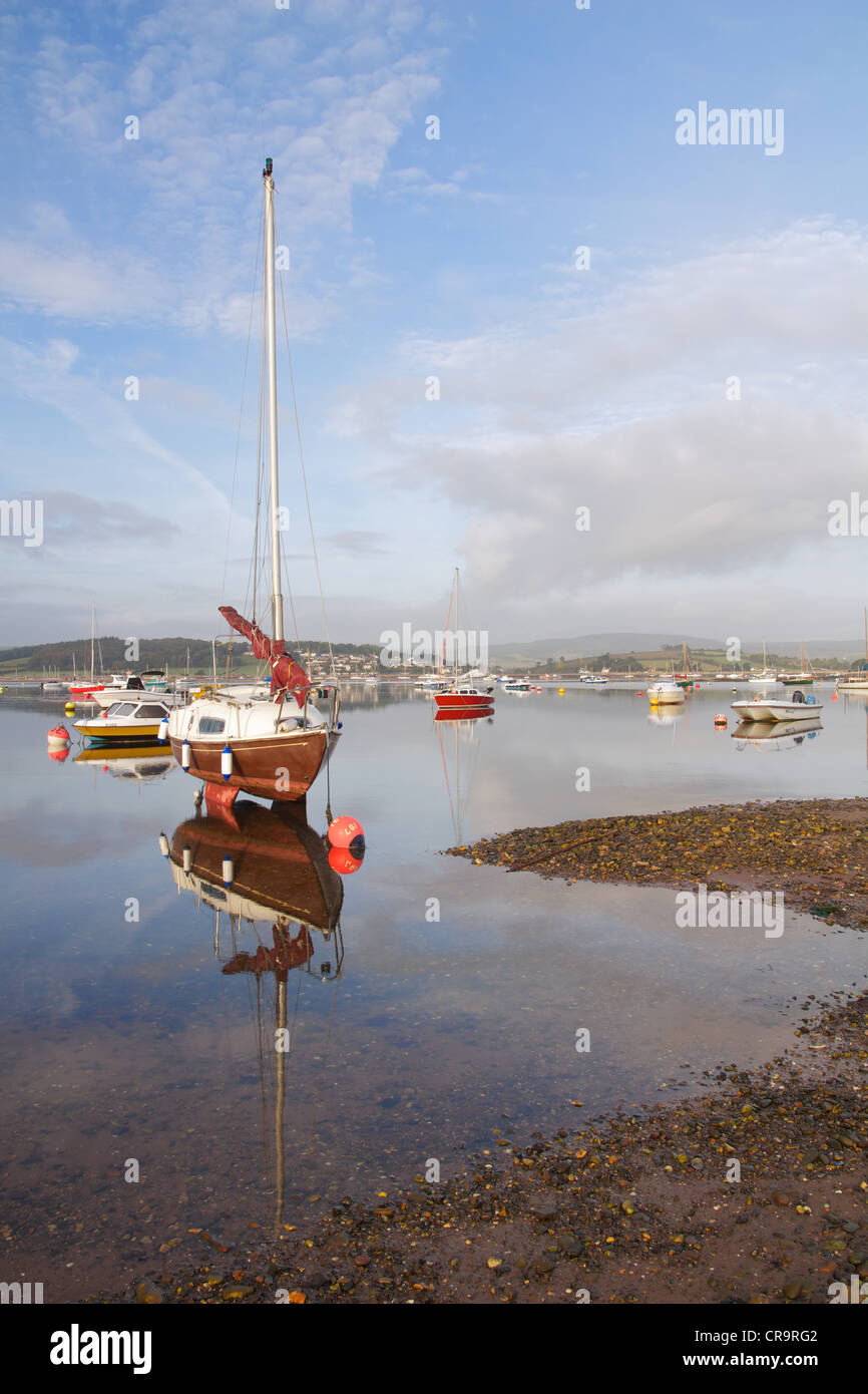 A boat waits for the incoming tide to arrive on the River Exe, at dawn. Taken on the estuary at Exmouth. - Stock Image