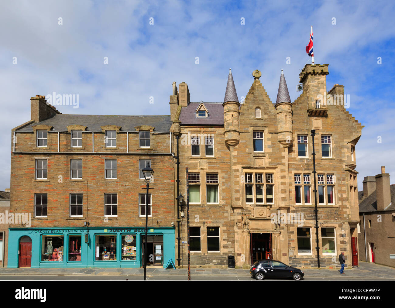 Town Hall 1884 and shop selling local crafts and knitwear in Kirkwall, Orkney Islands, Scotland, UK - Stock Image