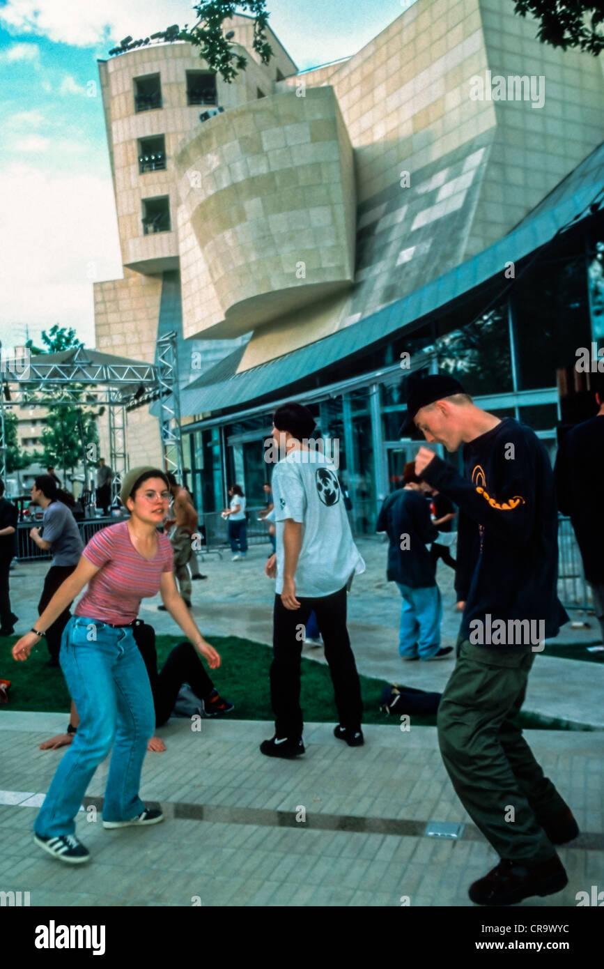 PARIS, France - Young Teenage Couple Dancing at Public Events, Fete de la Musique, Techno Music at Cinematheque - Stock Image