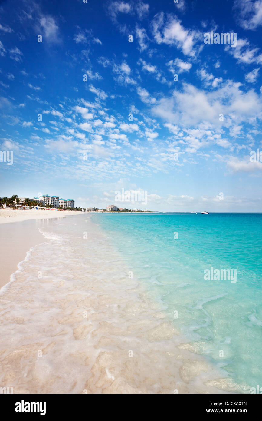 View west down the long white sand Grace Bay Beach, Turks & Caicos - Stock Image