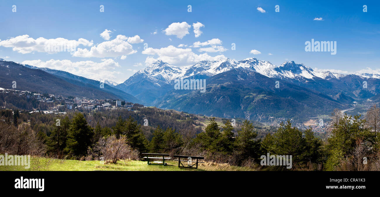 View of Sauze d'Oulx and the mountains towards Bardonecchia and the Frejus Tunnel, Piemonte, Italy - Stock Image