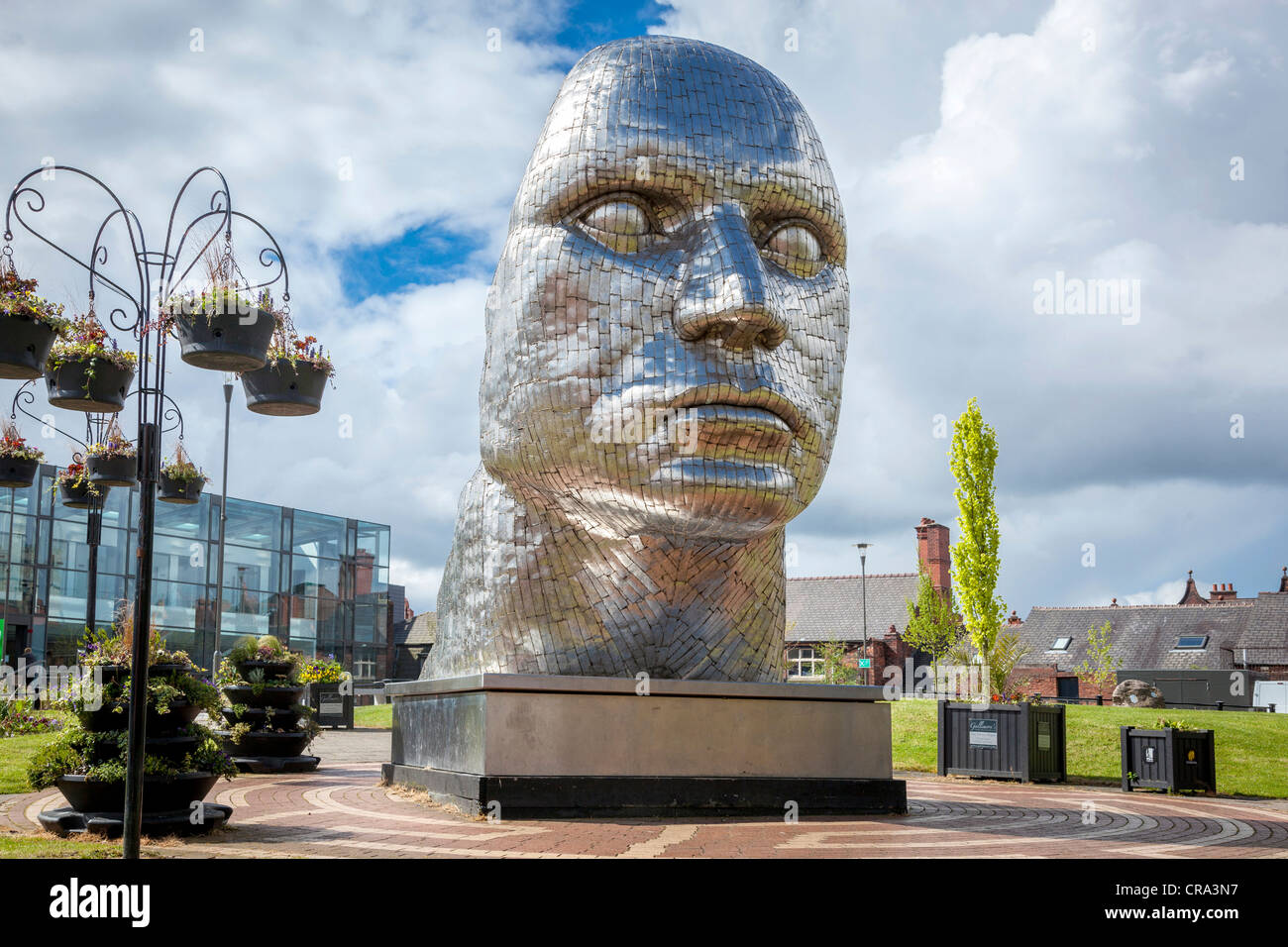 THe statue by Rick Kirby entitled the Face of Wigan in the Wiend in the town centre. - Stock Image