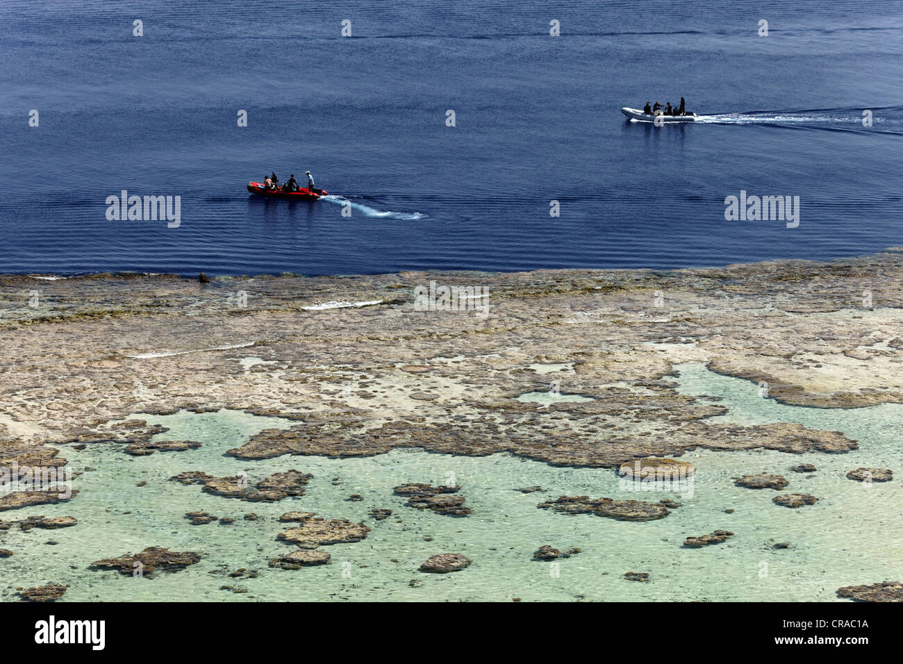 Rubber dinghys pick up divers from the reef top, Daedalus Reef, Egypt, Red Sea, Africa - Stock Image
