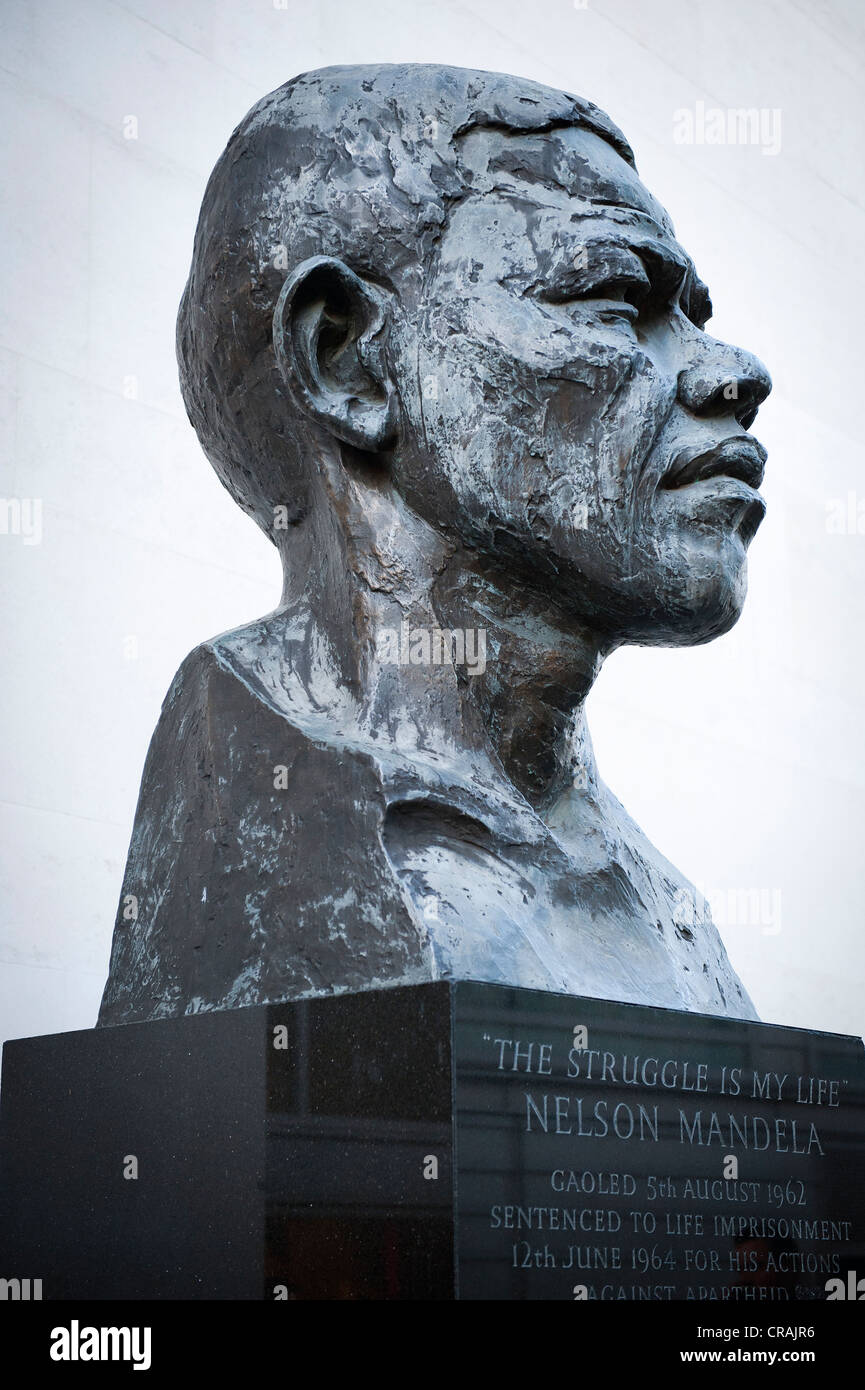Bust of Nelson Mandela by artist Ian Walters, Royal Festival Hall, London, England, United Kingdom, Europe - Stock Image
