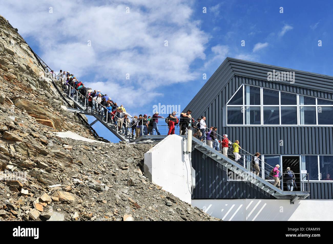 Mass tourism on the Stubai Glacier, Stubai Alps, Tyrol, Austria, Europe - Stock Image