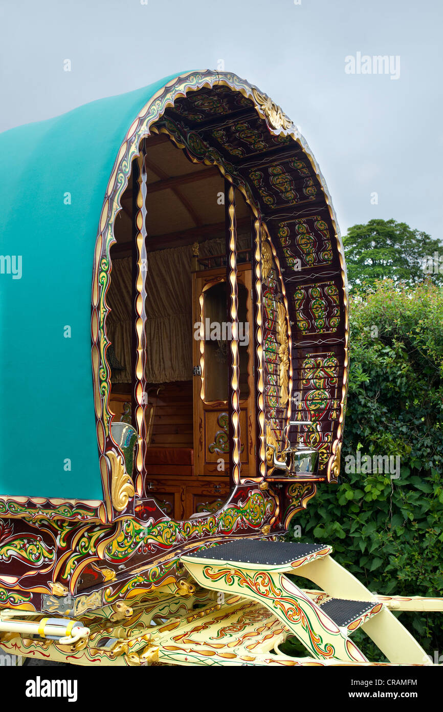 Silver or Chromed Kettle, and decorated, gilded and carved Vardo  Bow Top Travellers Wagon en-route to Appleby Horse - Stock Image
