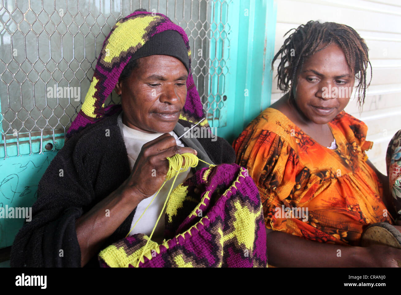 Woman knits a traditional bilum net, Goroka, Papua New Guinea - Stock Image