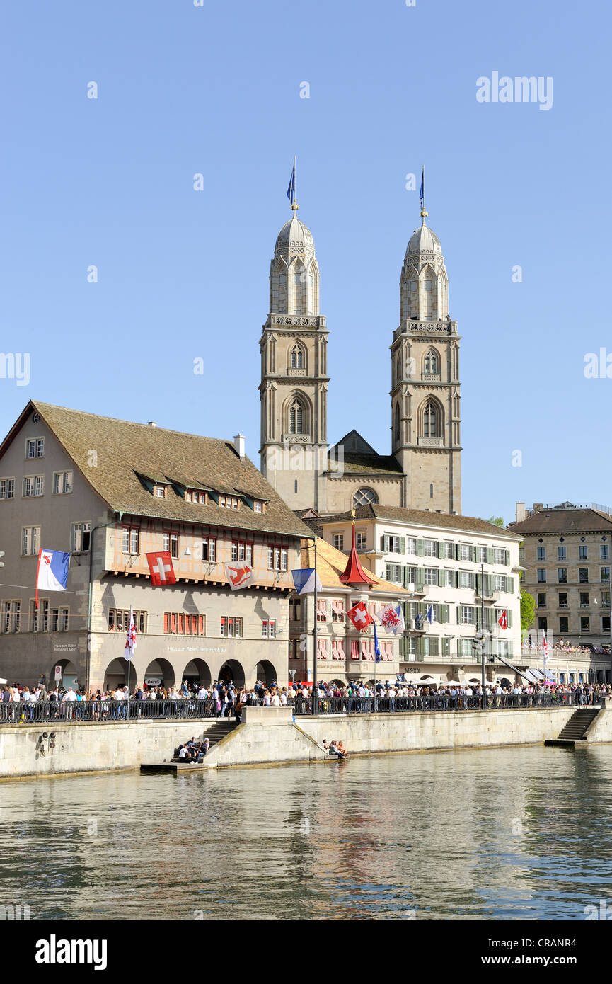 Limmat River, with Limmatquai quay and the Zunfthaus zum Rueden guildhall, the two steeples of Grossmuenster church - Stock Image