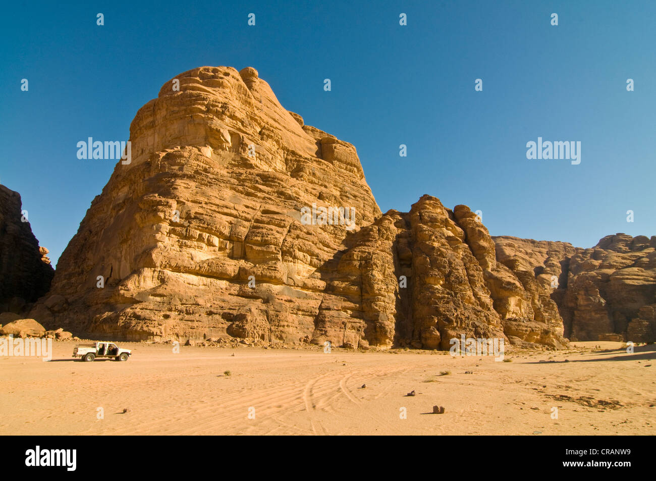 Rocks, an off-road vehicle in front, desert, Wadi Rum, Jordan, Middle East - Stock Image