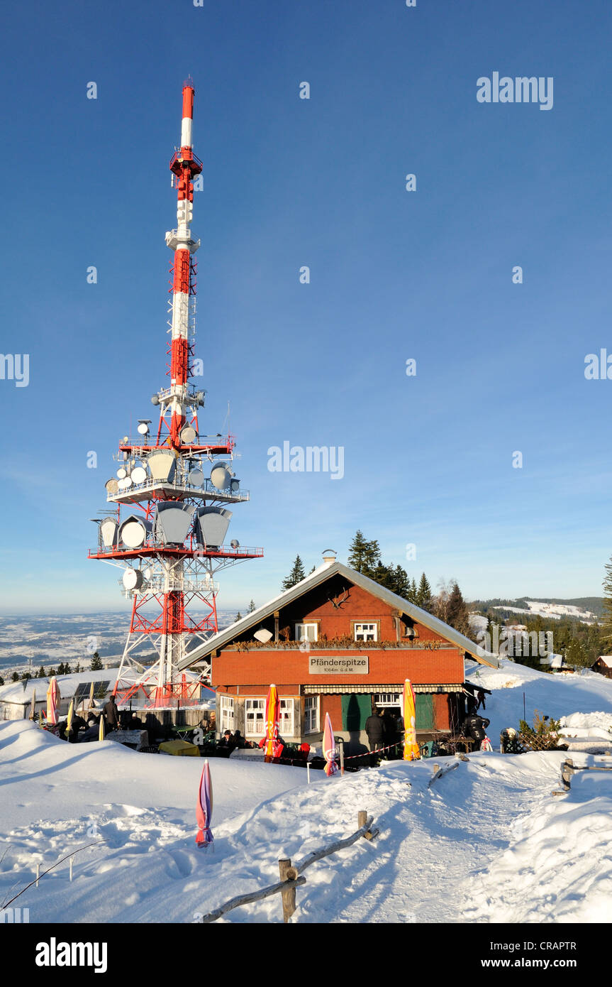 The 95 meter high transmission mast of the broadcaster ORF on the 1064 meter high Pfaender Peak with the guest house - Stock Image