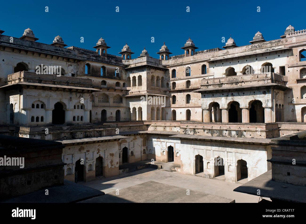 Courtyard, Raj Mahal Palace, Orchha, Madhya Pradesh, North India, India, Asia - Stock Image