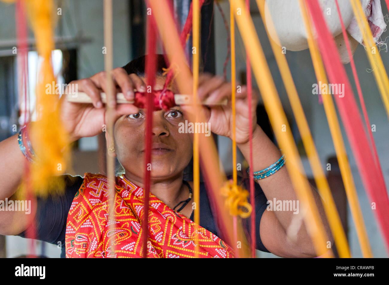 Weaver weaving, Ahilya Fort, Maheshwar, Madhya Pradesh, India, Asia - Stock Image