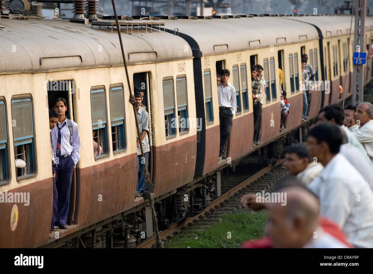 Suburban train, Shibpur district, Howrah, Kolkata, West Bengal, India, Asia Stock Photo
