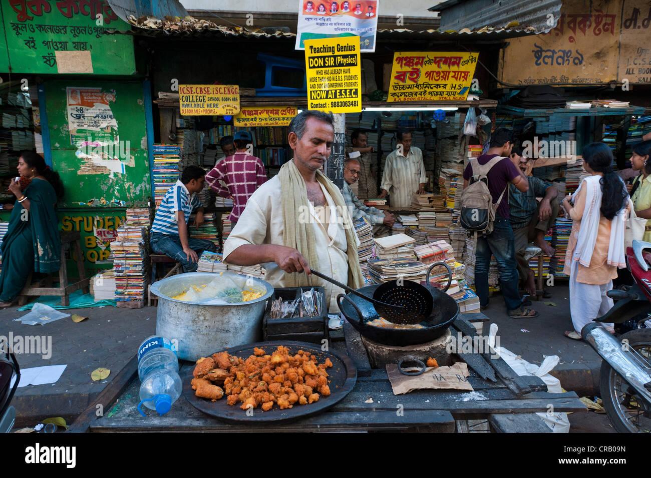Street vendors and the book market, College Street, Kolkata, Calcutta, West Bengal, India - Stock Image