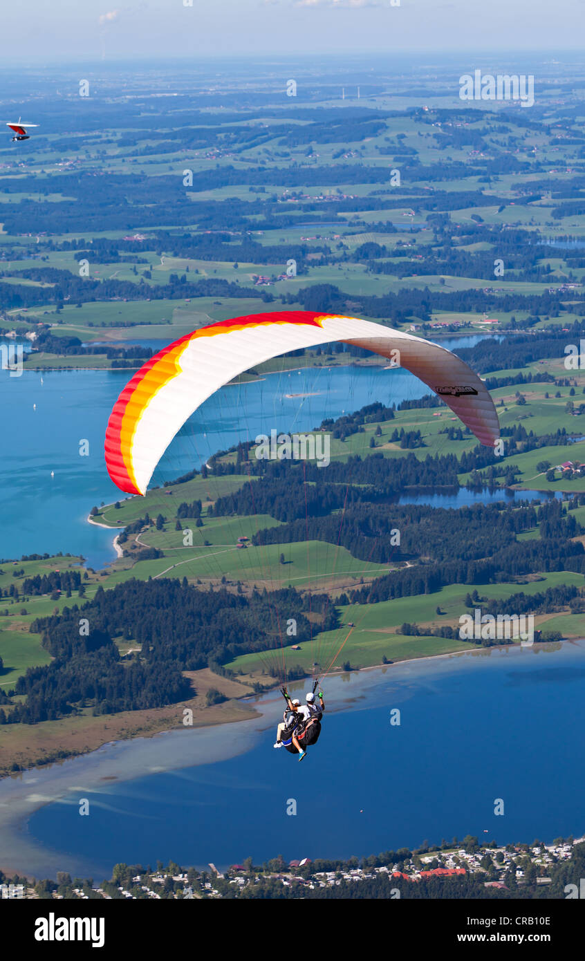 Tandem paragliders overlooking Froggensee lake, Tegelberg Mountain, Upper Bavaria, Bavaria, Germany, Europe, PublicGround - Stock Image