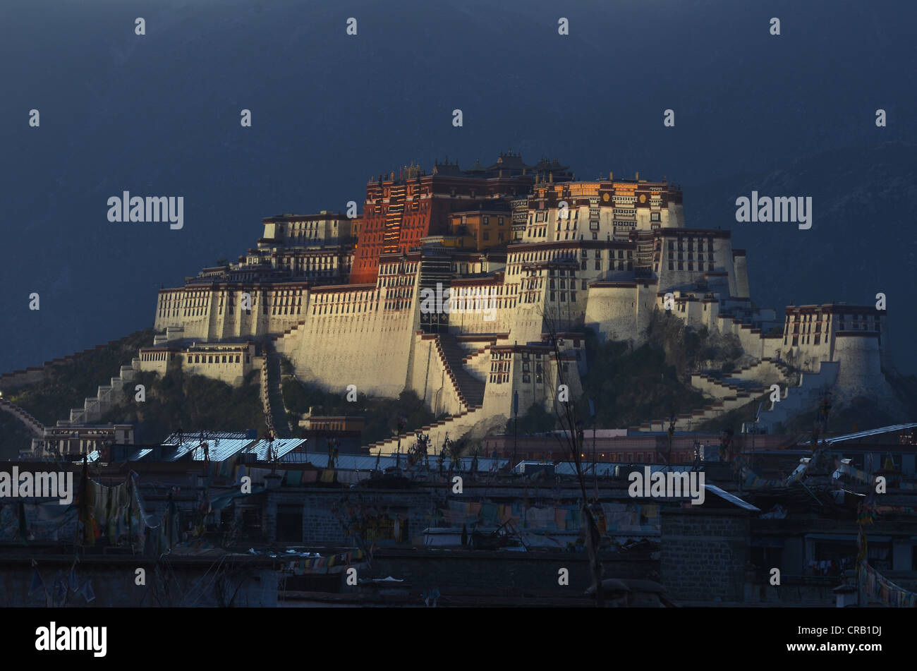 Potala Palace, winter palace of the Dalai Llama, above the rooftops of the Tibetan historic district of in Lhasa, - Stock Image