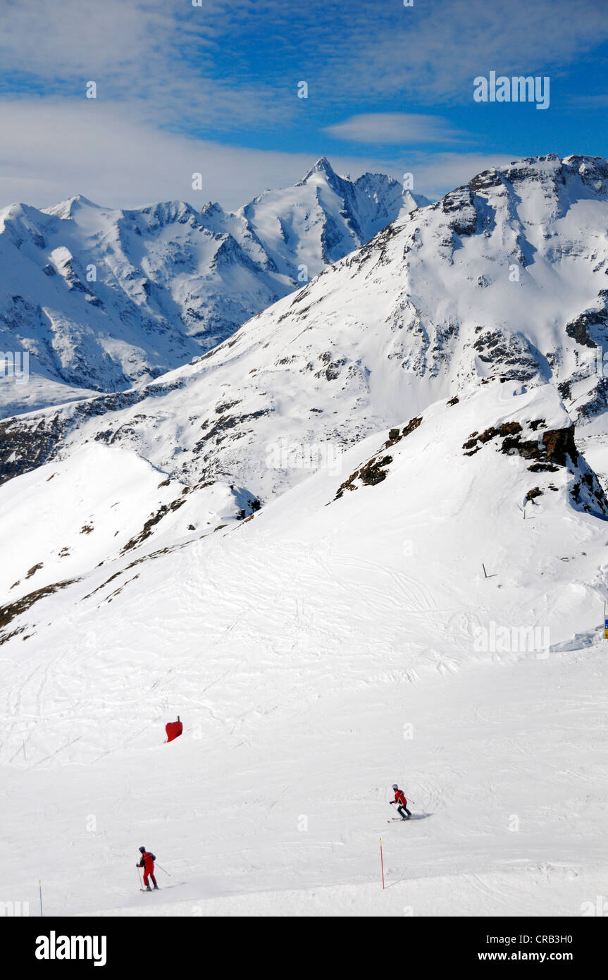 Skiers descending Mount Schareck in front of Grossglockner Mountain, National Park Hohe Tauern, Carinthia, Austria, - Stock Image