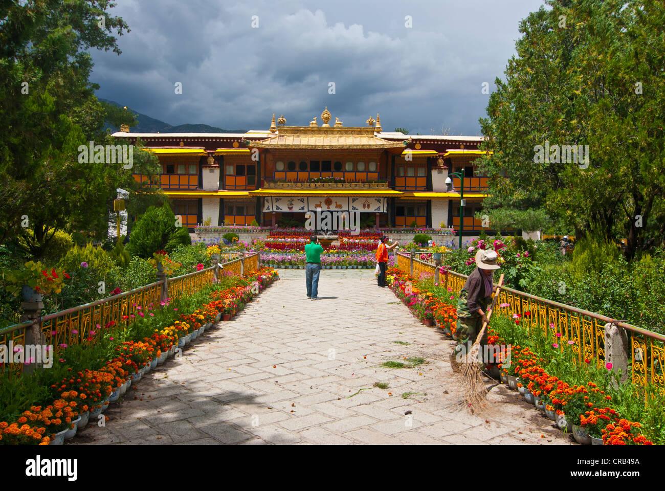 Norbulingka Summer Palace, UNESCO World Heritage Site, Lhasa, Tibet, Asia - Stock Image