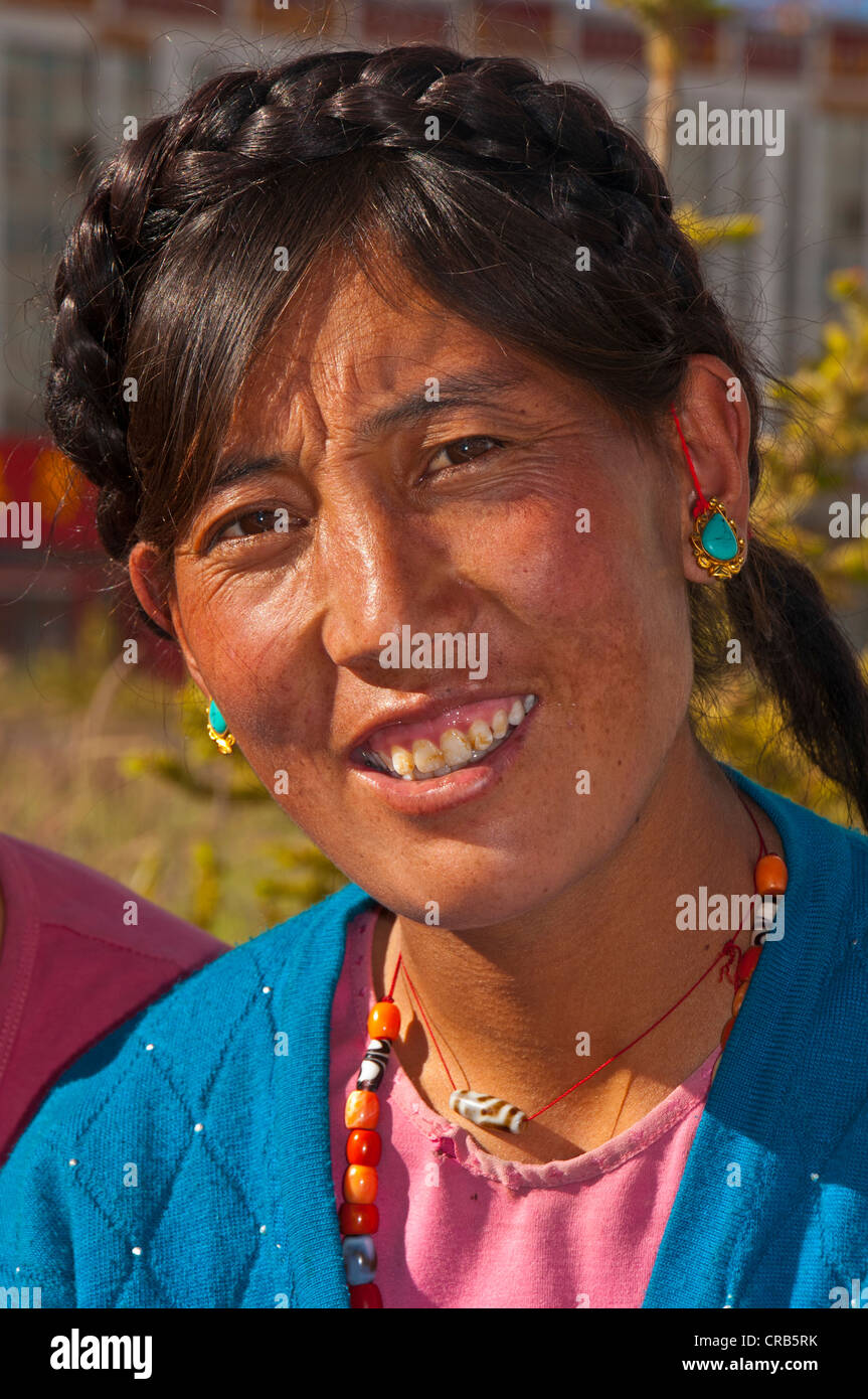 Friendly Tibetan woman, portrait, in the town of Ali, Shiquanhe, most western city of Tibet, Asia - Stock Image