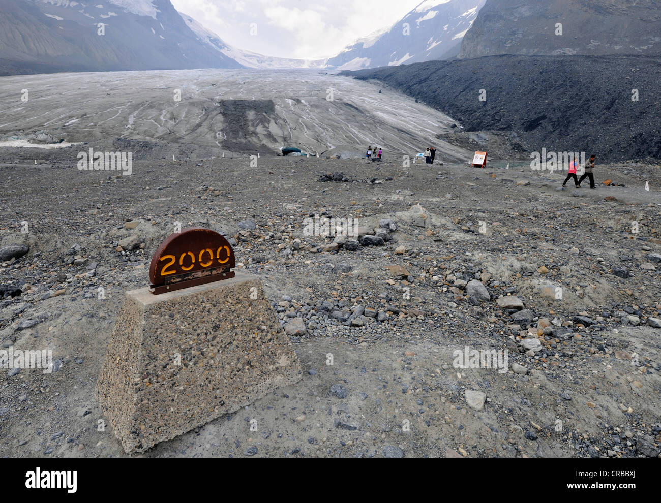 Marker showing the retreat of the glacier due to global warming, former extent of the Athabasca Glacier in 2000 - Stock Image