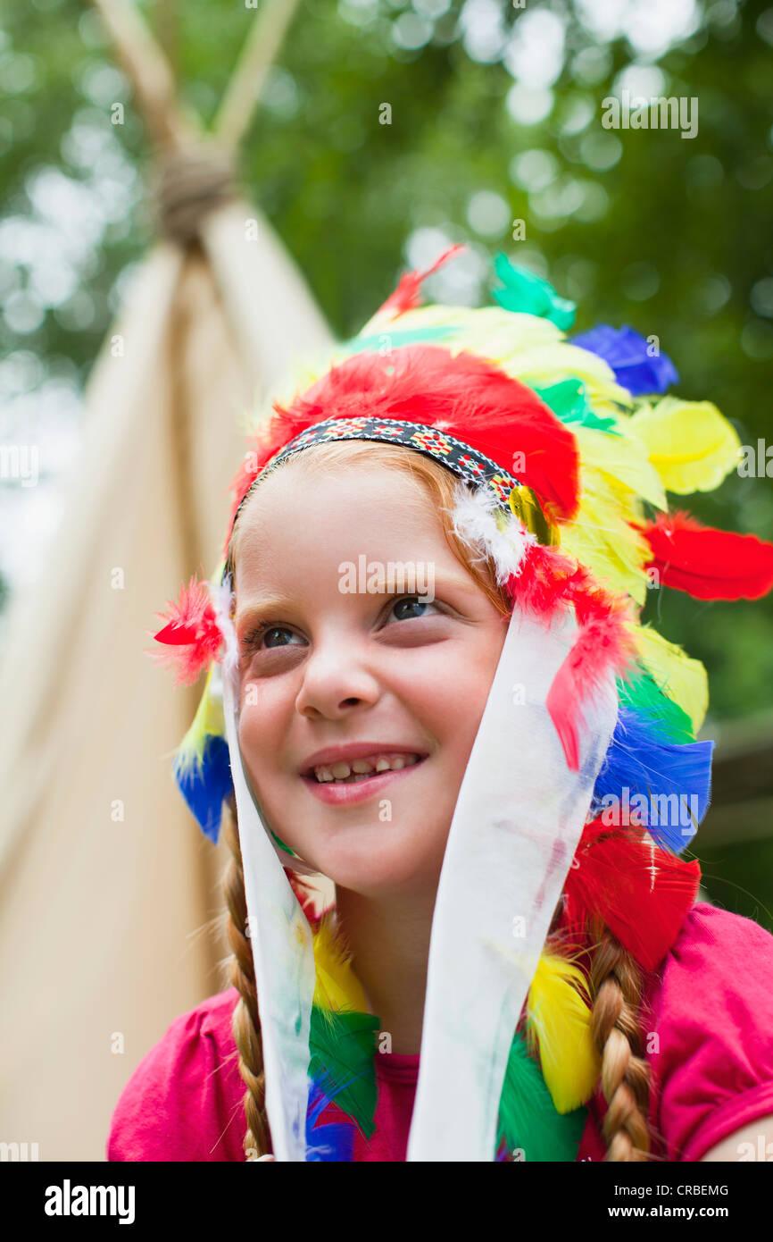 Girl wearing Indian headdress - Stock Image