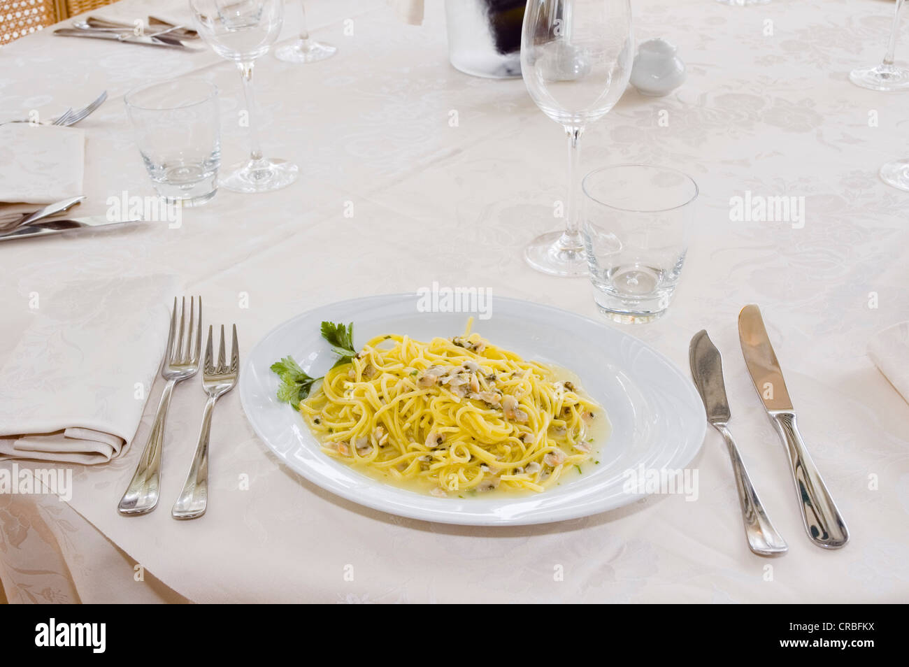 Spaghetti Alle Arselle Set Table In The Restaurant Paradiso Al Mare - How to set a table in a restaurant