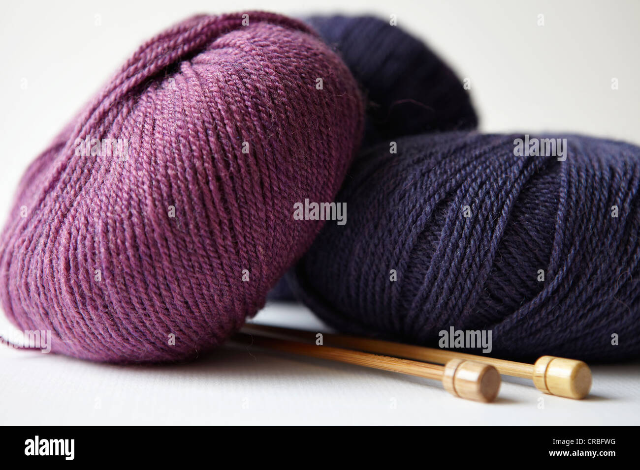 Skeins of yarn and knitting needles - Stock Image