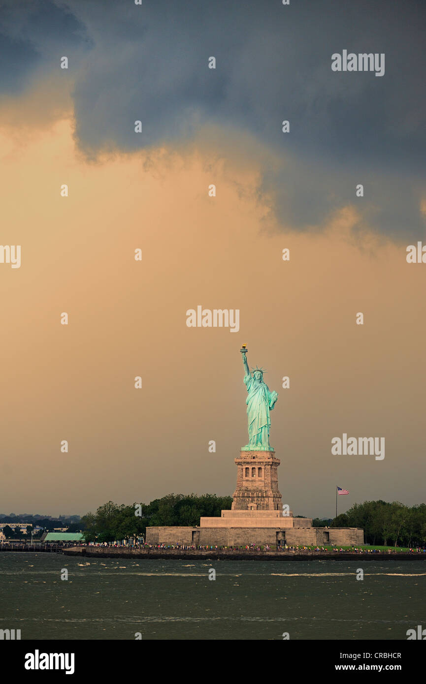 Dark clouds above the Statue of Liberty, New York, USA - Stock Image