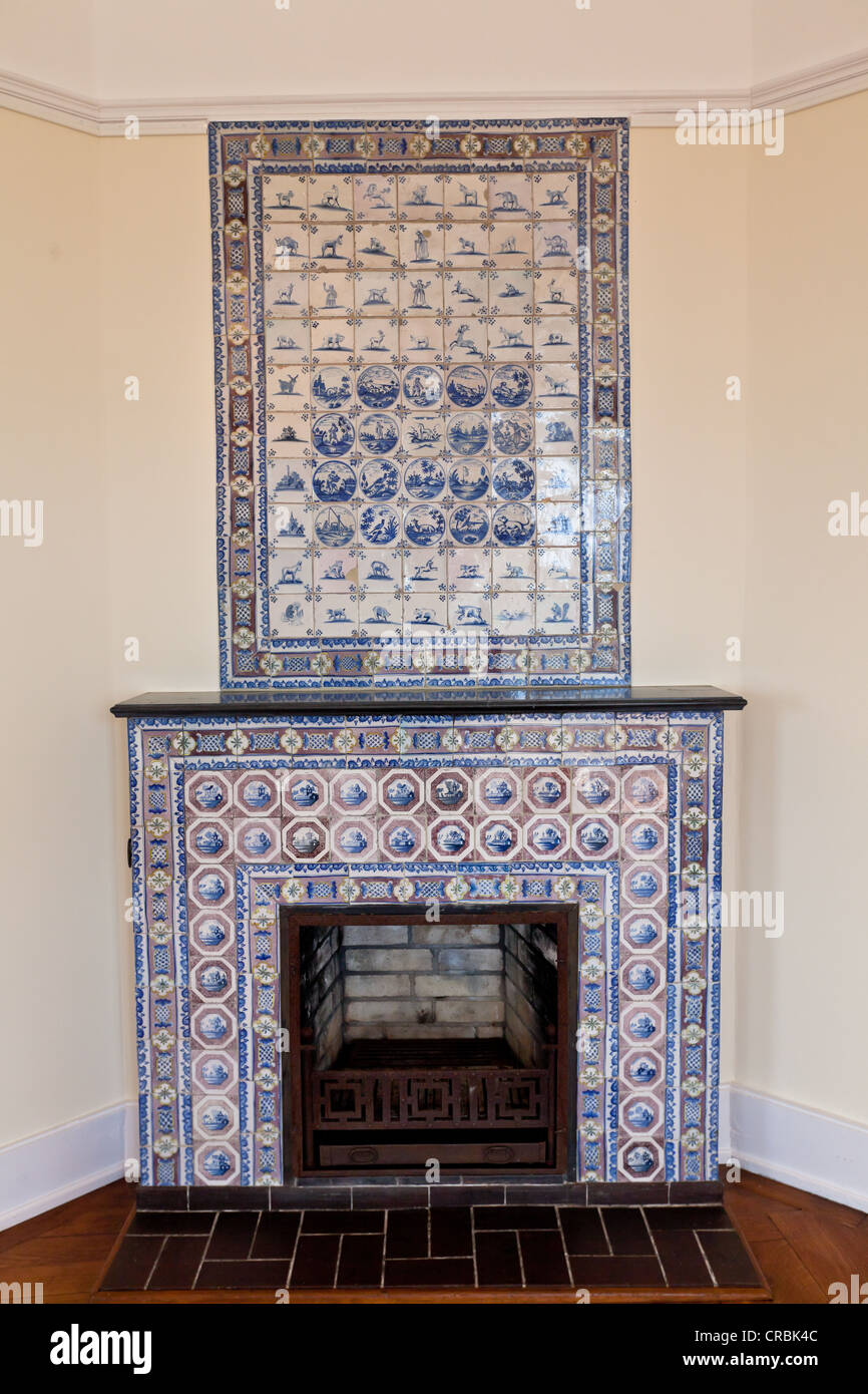 Tiled stove, Schloss Callenberg palace, hunting lodge and summer residence of the Dukes of Saxe-Coburg and Gotha, - Stock Image