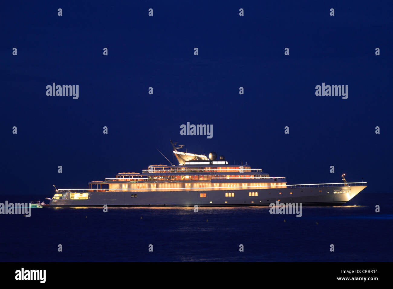 Motor yacht 'Rising Sun', 138m, at night, built by Luersson Yachts in 2004, owned by David Geffen, previously - Stock Image