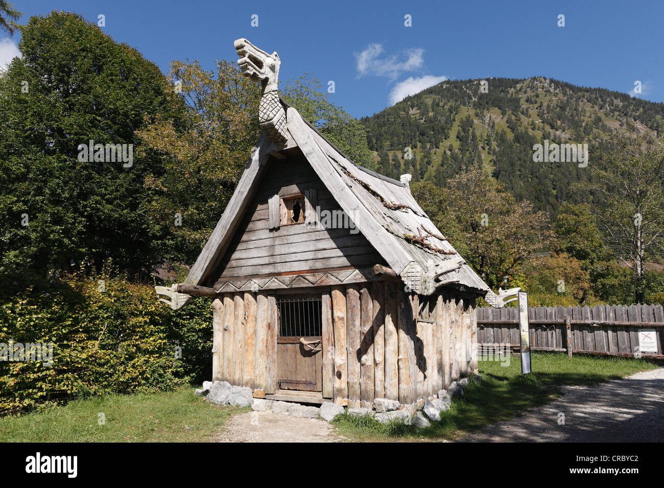 Wooden hut at the Flake Viking village on Lake Walchen, Herzogstand mountain at the back, Upper Bavaria, Bavaria - Stock Image