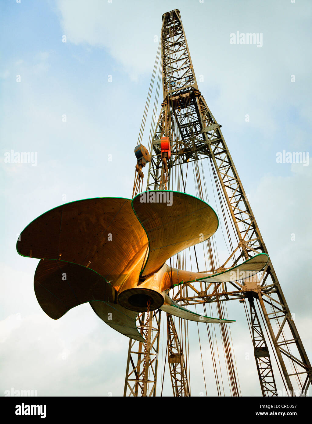 Giant propeller being lifted onto ship - Stock Image