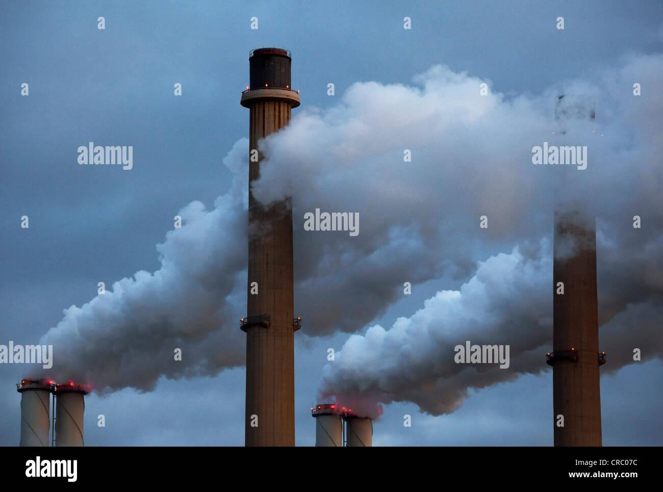 Smoke pouring from factory smokestacks - Stock Image
