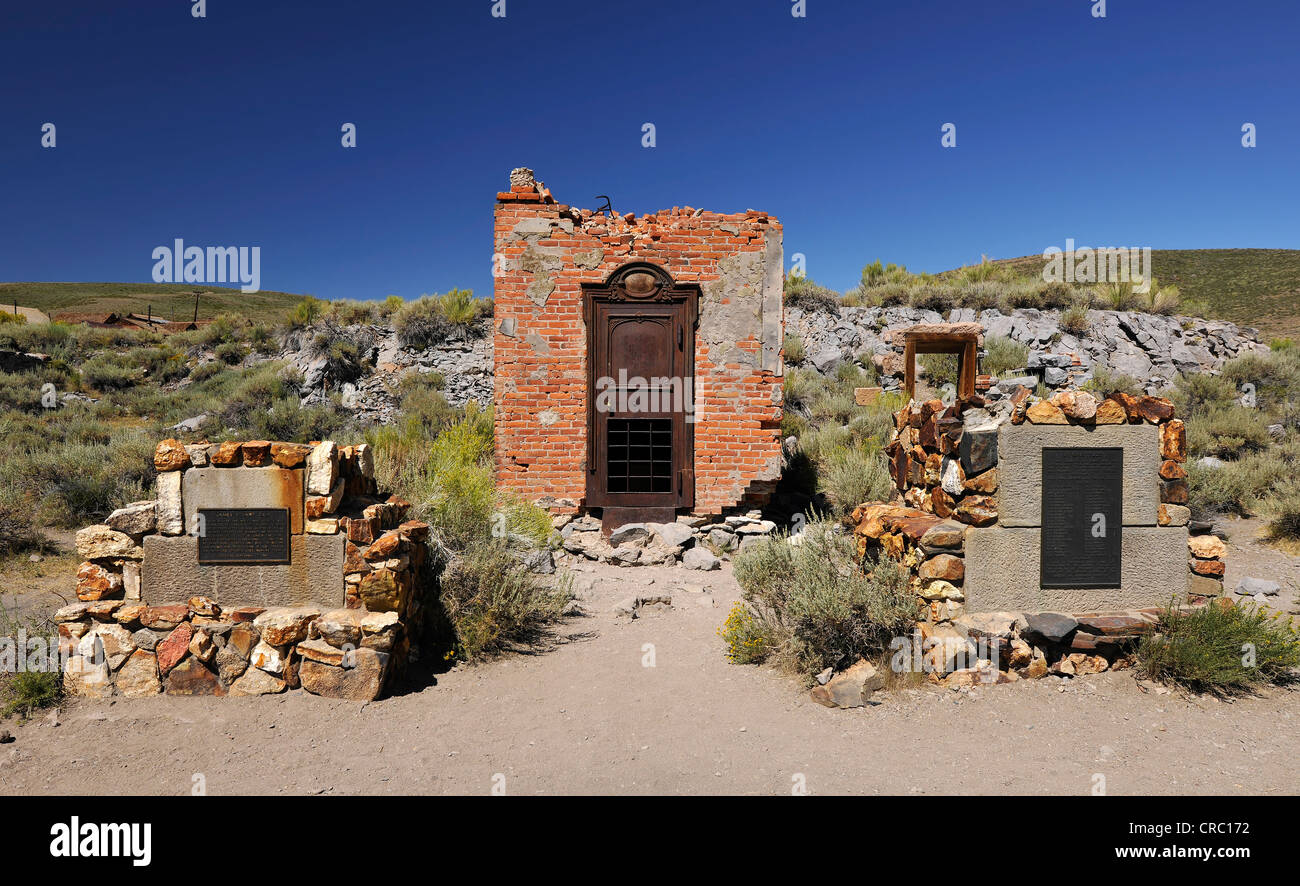 Foundations and vault of the Bodie Bank amidst bank ruins, ghost town of Bodie, a former gold mining town - Stock Image