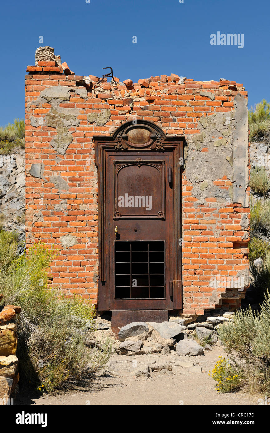 Vault of the Bodie Bank amidst bank ruins, ghost town of Bodie, a former gold mining town, Bodie State Historic - Stock Image