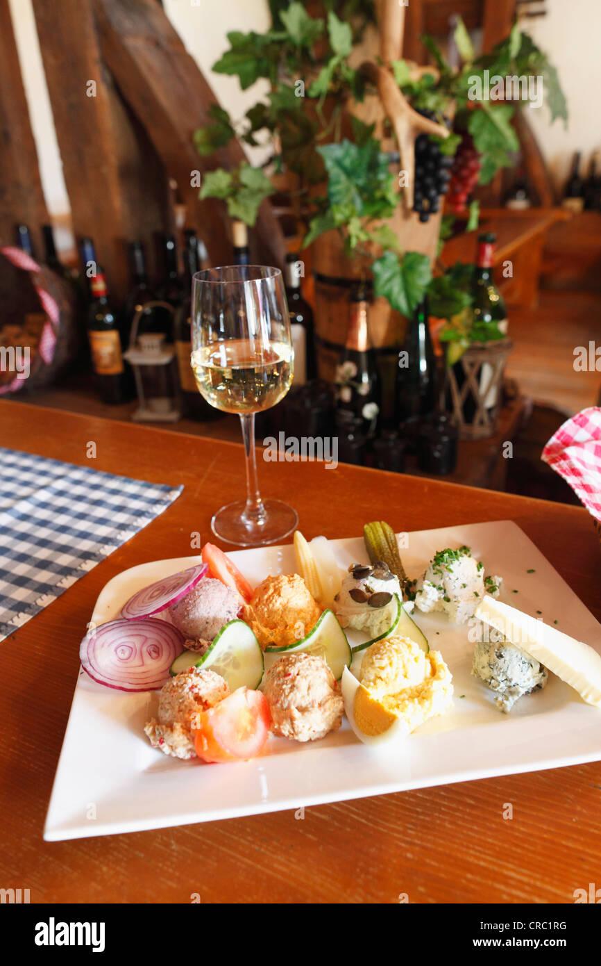Various spreads on a plate, Bernd Pulker wine bar, Heuriger, Ruehrsdorf near Rossatz, Wachau, Lower Austria, Austria, - Stock Image