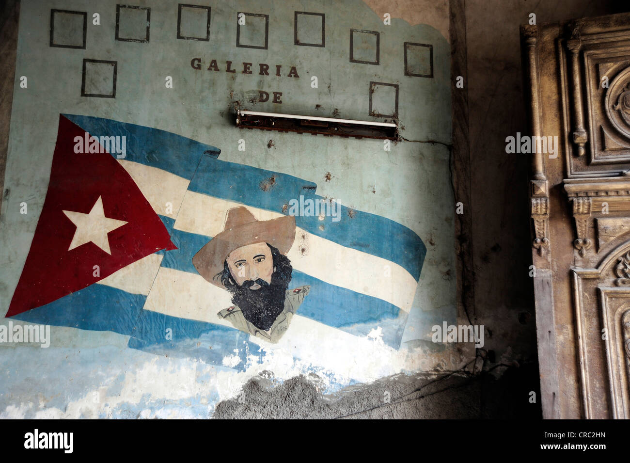 Mural with the national ensign and Camilo Cienfuegos, entrance to the restaurant, Paladar La Guarida, city center - Stock Image