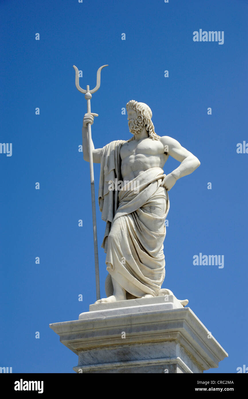 Neptune or Poseidon, statue in the park, Parque Cespedes on the Malecon, Avenida del Puerto, a boulevard along the - Stock Image