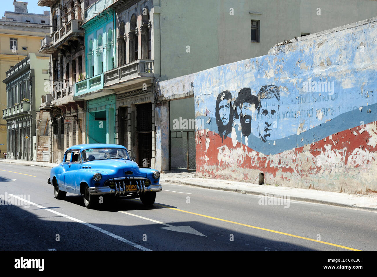 Blue 1950s vintage car, mural painting in the city centre of Havana, Centro Habana, Cuba, Greater Antilles, Caribbean - Stock Image