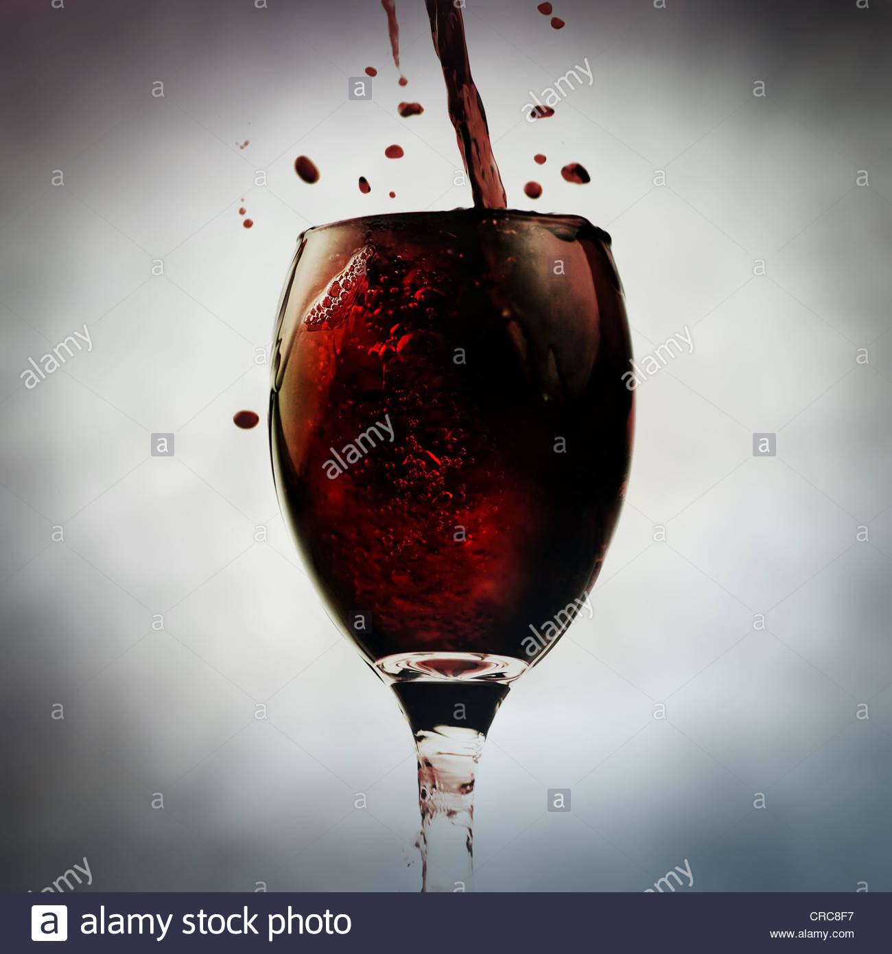 pouring booze - Stock Image