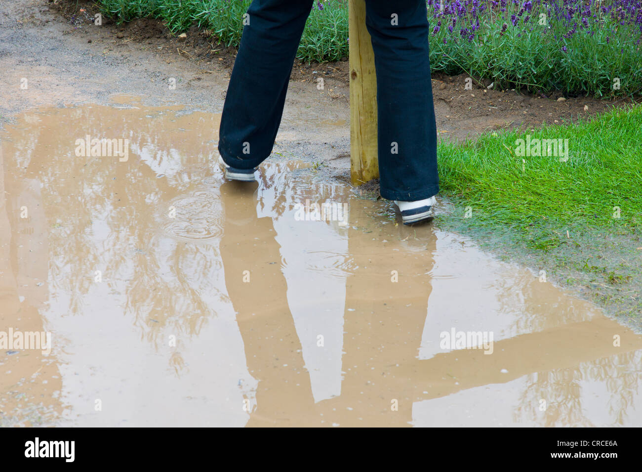 Avoiding the puddles at RHS Hampton Court Flower show 2011 - Stock Image