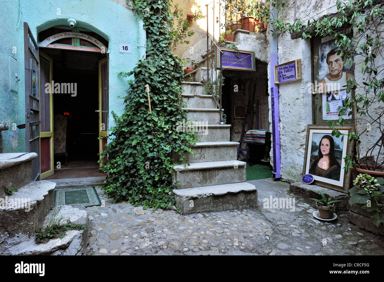 Artist's studio in a narrow lane with stairways and passages, medieval town of Vecchia Calcata, valley of Valle - Stock Image