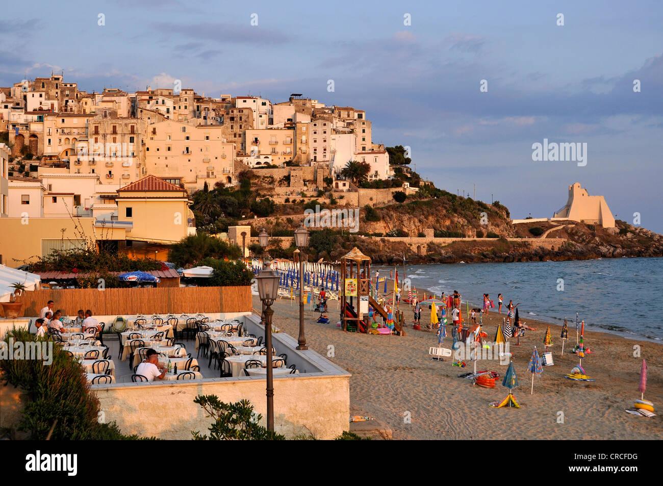 Terrace of Ristorante-Pizzeria Tramonto on the sandy beach of Lido di Fondi, Torre Troglia, Sperlonga, Lazio, Italy, - Stock Image
