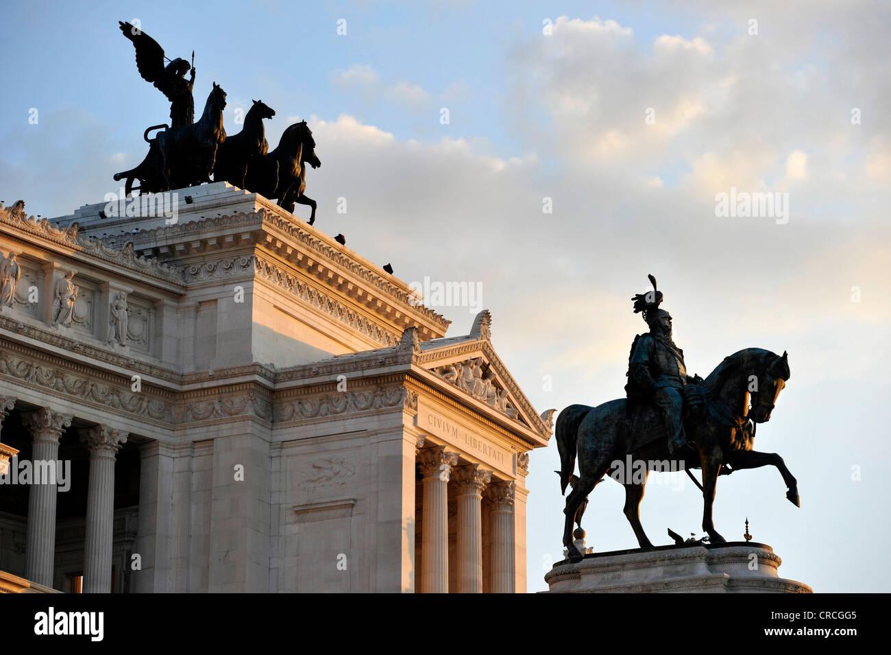 National Memorial to King Vittorio Emanuele II, Vittoriano or Altare della Patria, with the Quadriga della Libertà - Stock Image